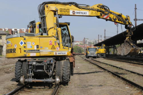 Práce na demontáží kolejí v oblasti Vršovického nádraží